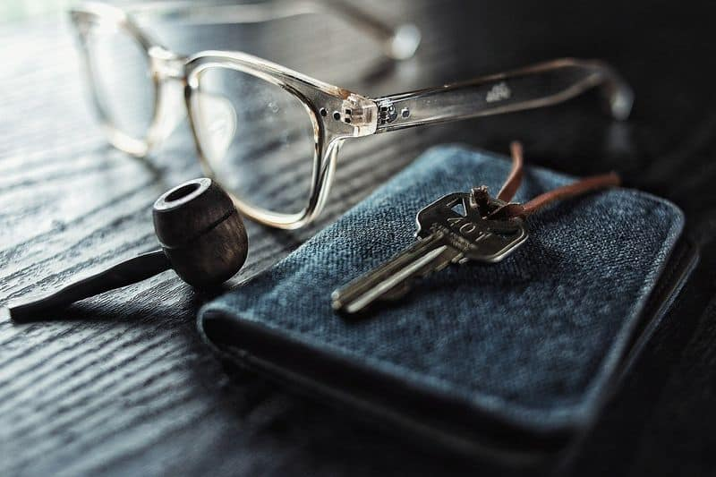 Key and Wallet glasses picture