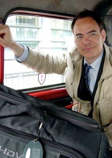 Max keiser in de bus